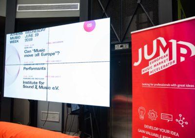 JUMP 2 - © Studio Kominis